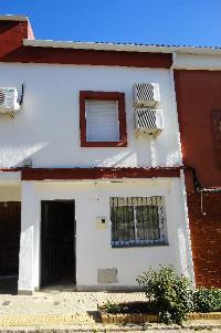 Casa de dos plantas. renovada integramente y practicamente