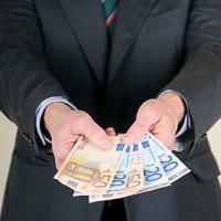 Pagar sus deudas