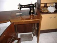 VENDO  por 125 €, máquina antigua  de coser  Singer
