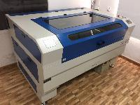 Máquina grabado y corte láser 90w