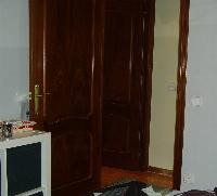 Puertas de paso macizas en madera con marco,tapajuntas y manilla