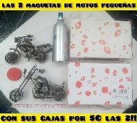2 maquetas de moto pequeñas