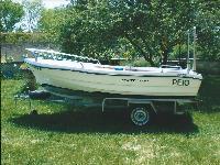 Se vende embarcación de poliester de 4 metros de eslora.Motor