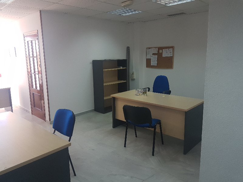 Alquiler de oficina de 60m2, con posibilidad de mobiliario,
