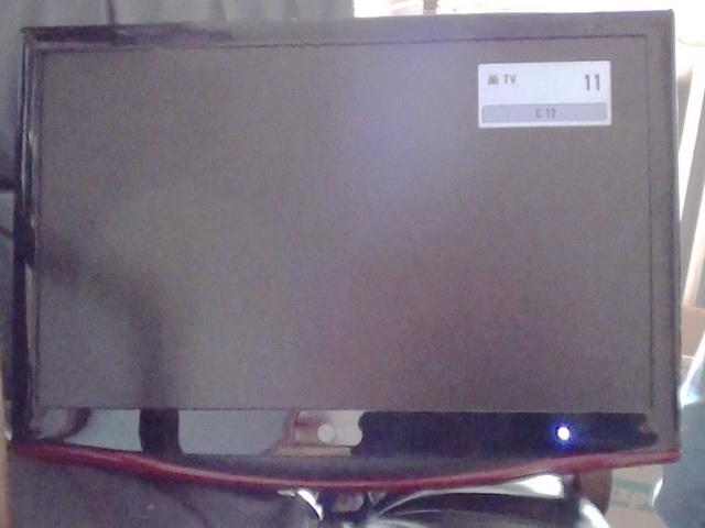 Vendo pantalla TV LG M237WD funcionando. Está montada