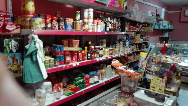 Se traspasa tienda de alimentación con un funcionamiento