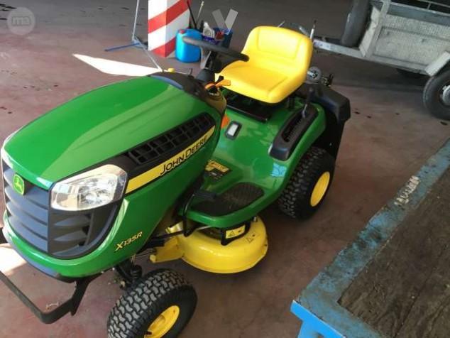 Mini tractor con sistema trasero de recogida de 300