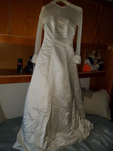 Se vende vestido de novia talla 38, gabardina de seda.