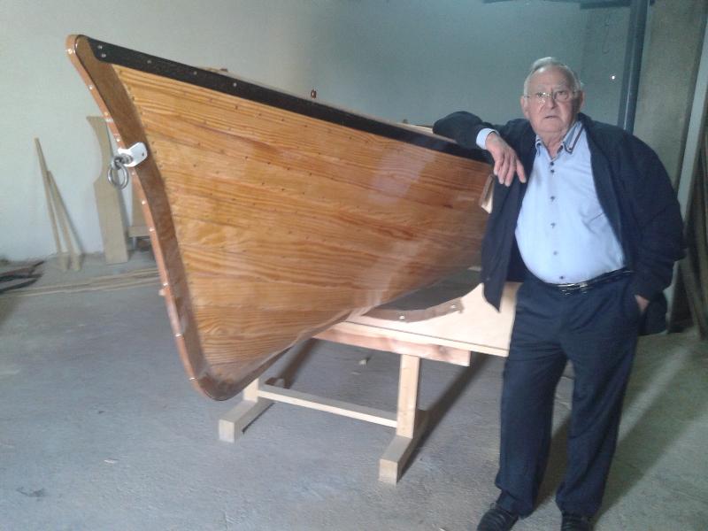 se vende barco de madera echo a mano construido en