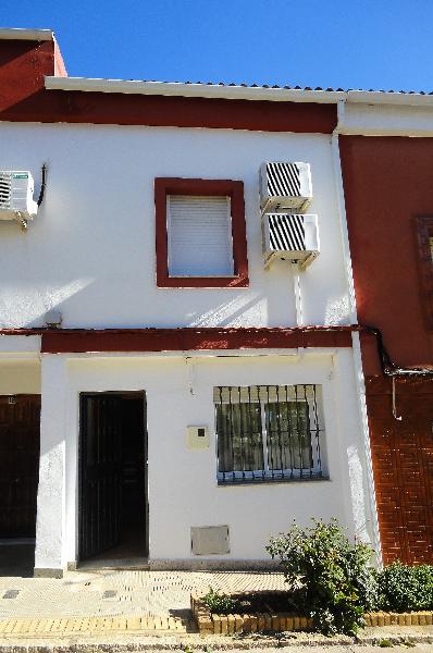 Casa de dos plantas. renovada integramente y practicamente   - Foto 1