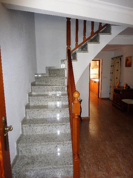 Casa de dos plantas. renovada integramente y practicamente   - Foto 2
