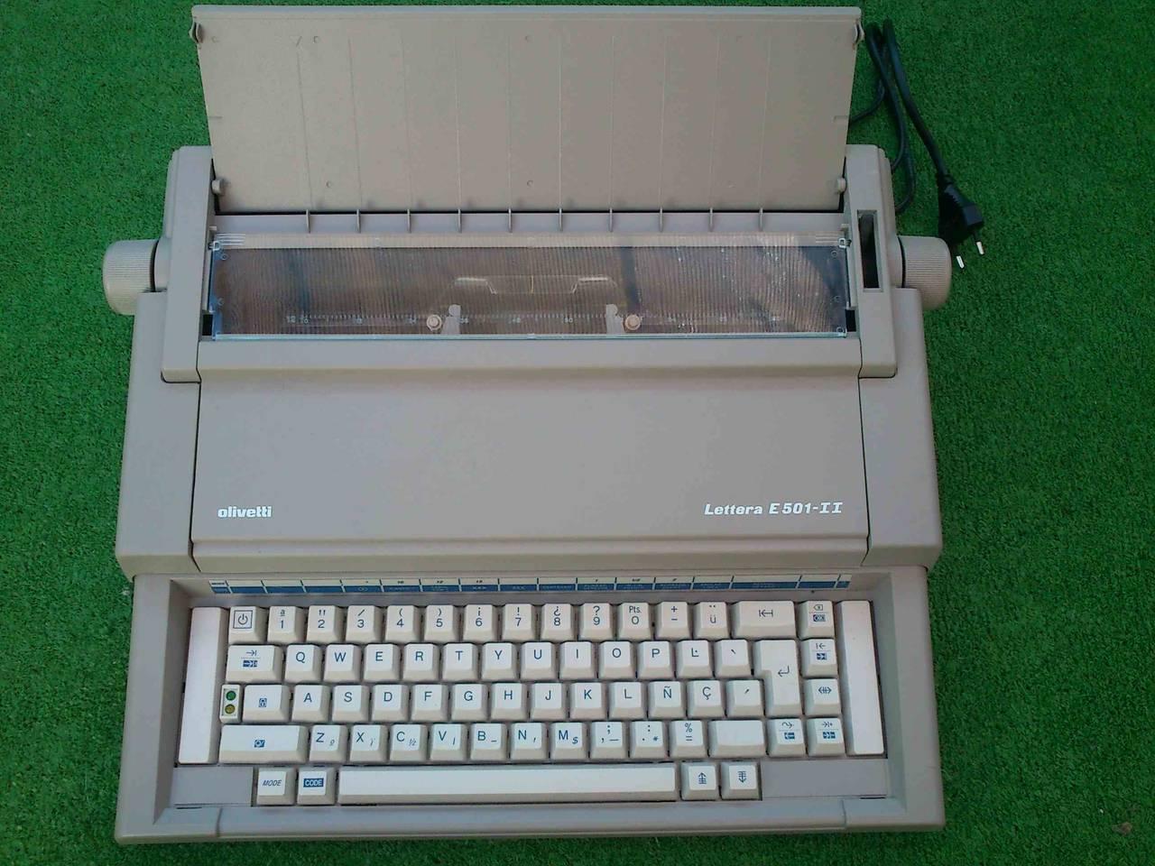 Máquina de escribir eléctrica Olivetti Lettera E501 II