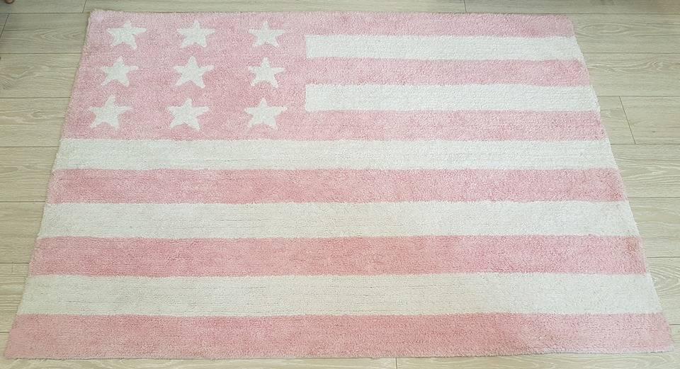 Alfombra de Lorena Canals bandera EEUU rosa