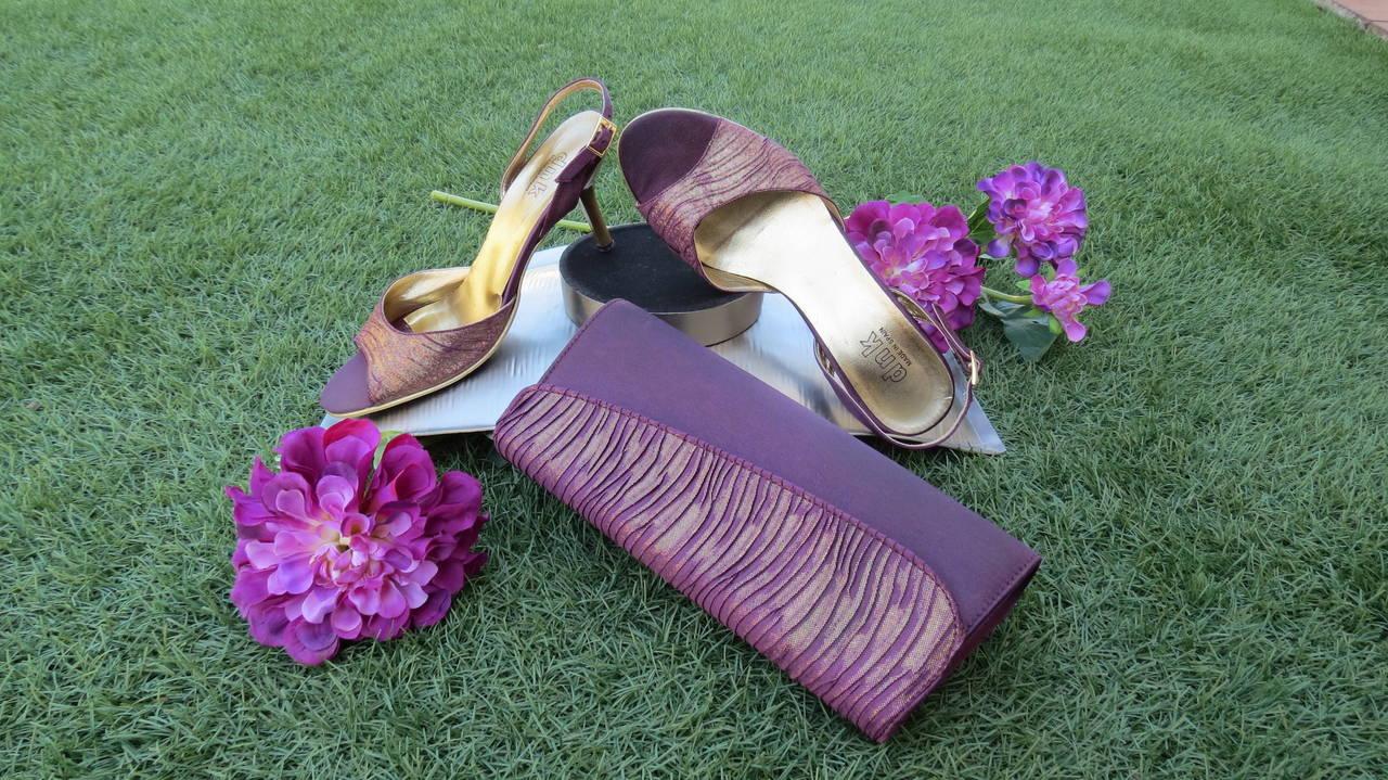 Precioso conjunto de zapatos y bolso.