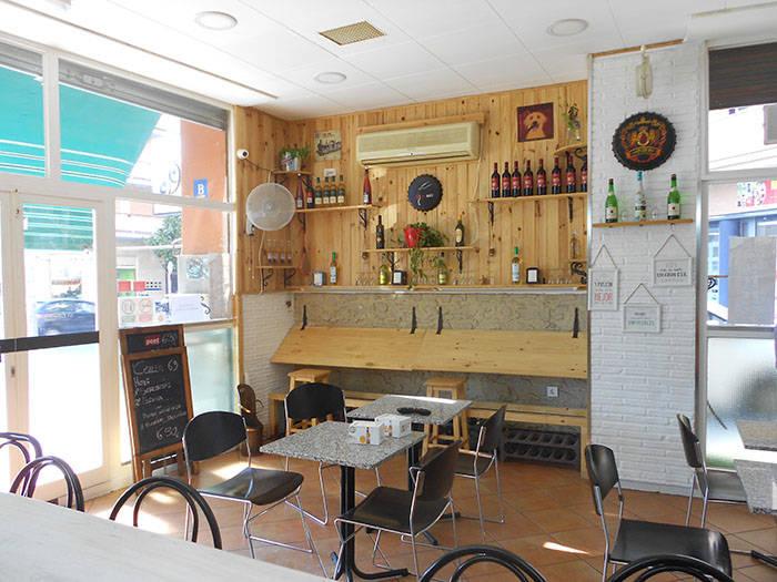 Bar esquinero en Terrassa frente parque en traspaso  - Foto 1