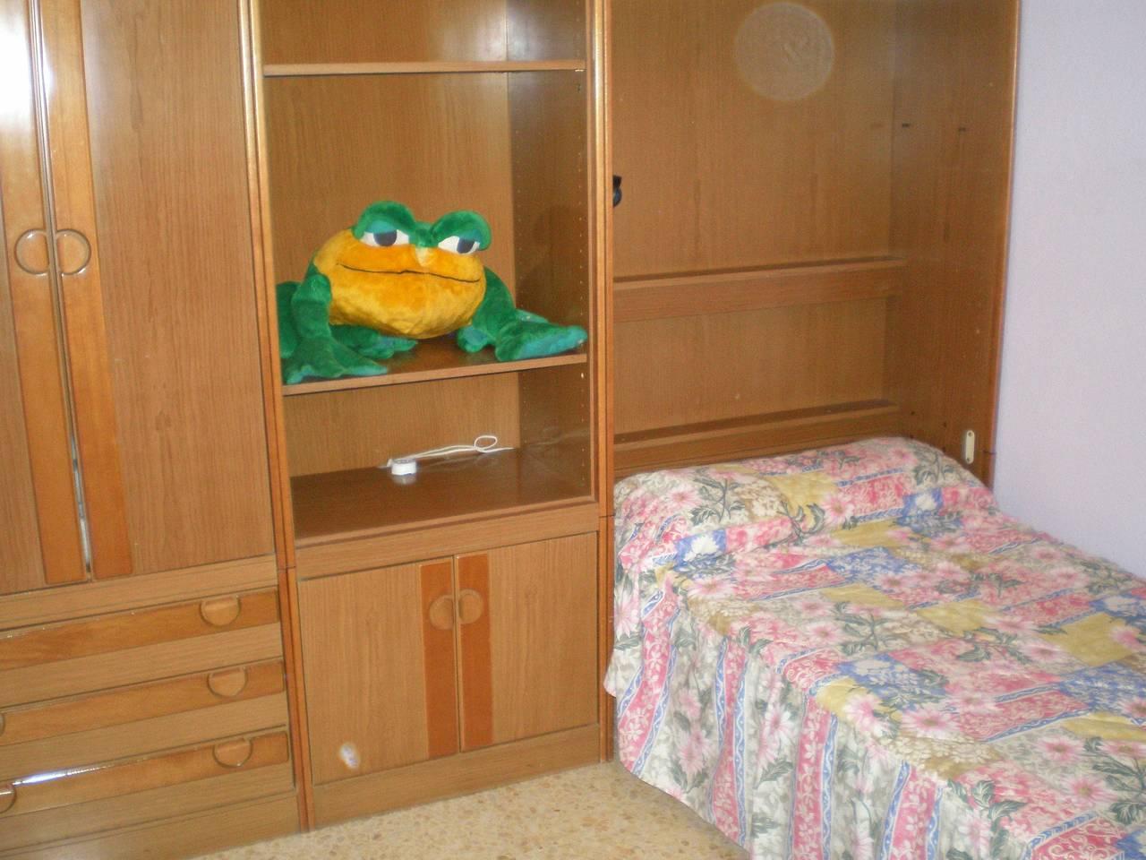 en soria se alquilan una habitacion en piso compartido  - Foto 1