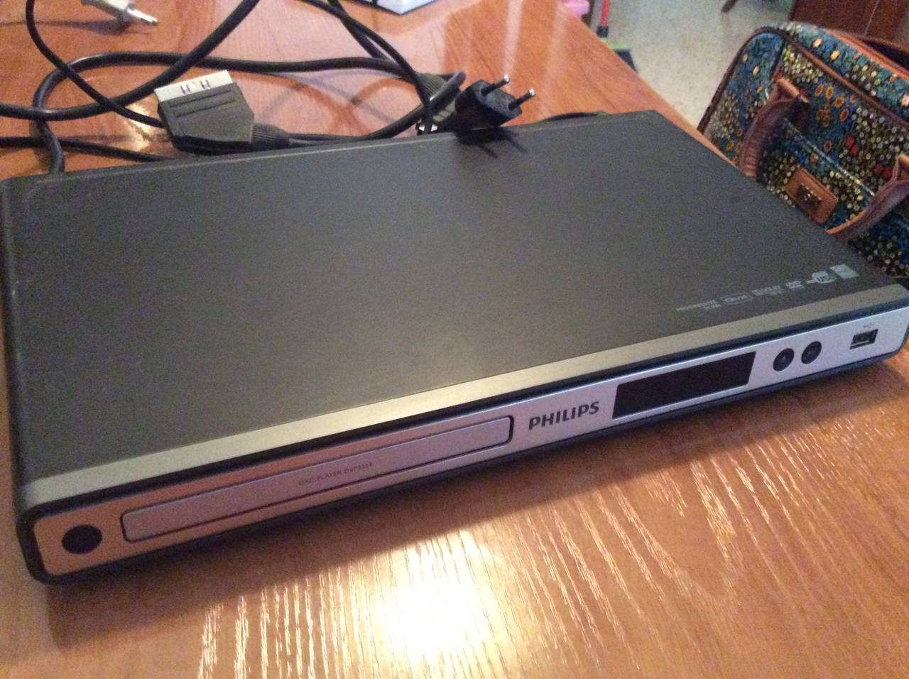 Reproductor DVD con puerto USB y regalo, usado segunda mano  Sevilla