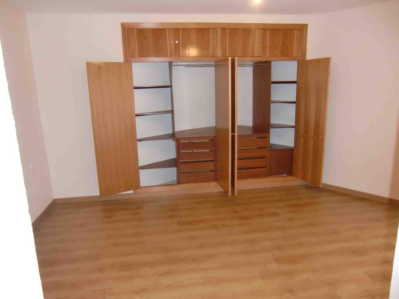 Piso en Córdoba, garaje, trastero, ascensor, 3 habitaciones y 2 baños.