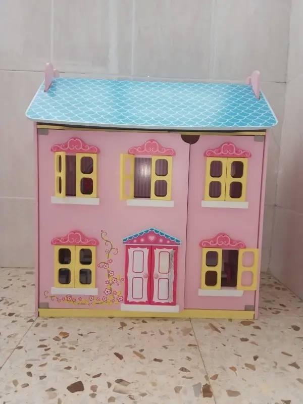 Casa de muñecas de madera (grande y con accesorios)