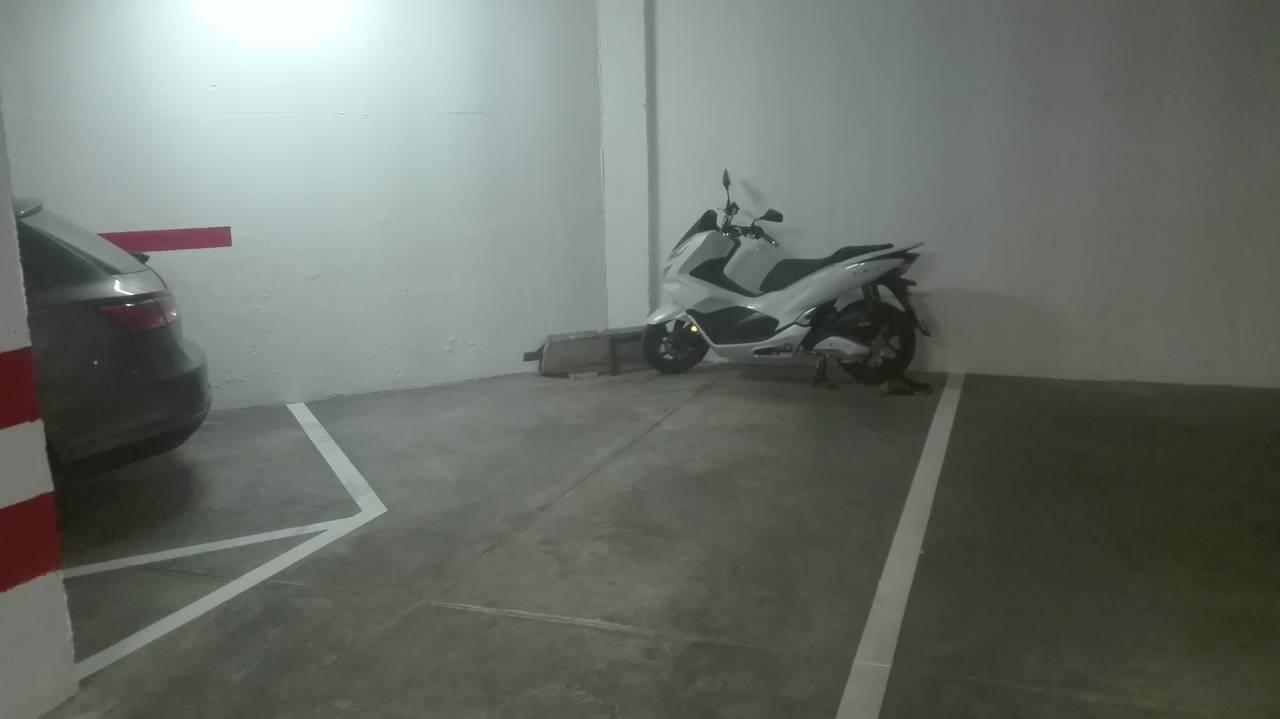 Vendo garaje Edf. Correos en Camas