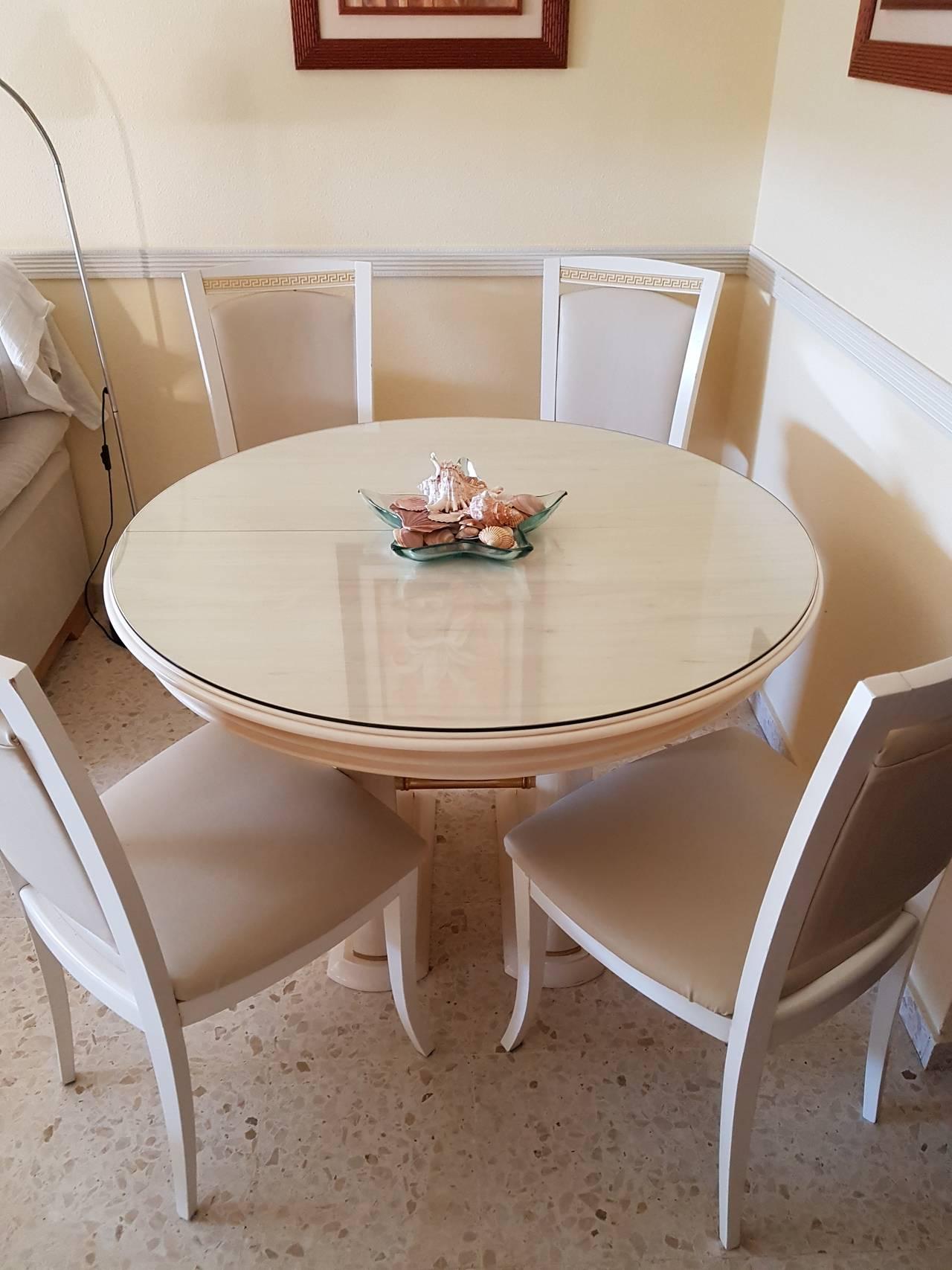 Conjunto de mesa y sillas para salón.  - Foto 1