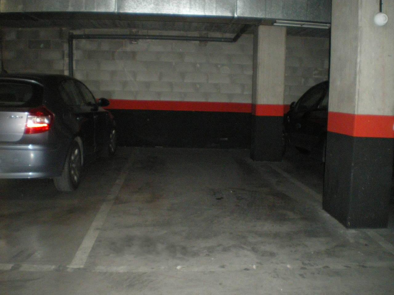 Alquiler plaza de garaje para coche y moto  - Foto 1