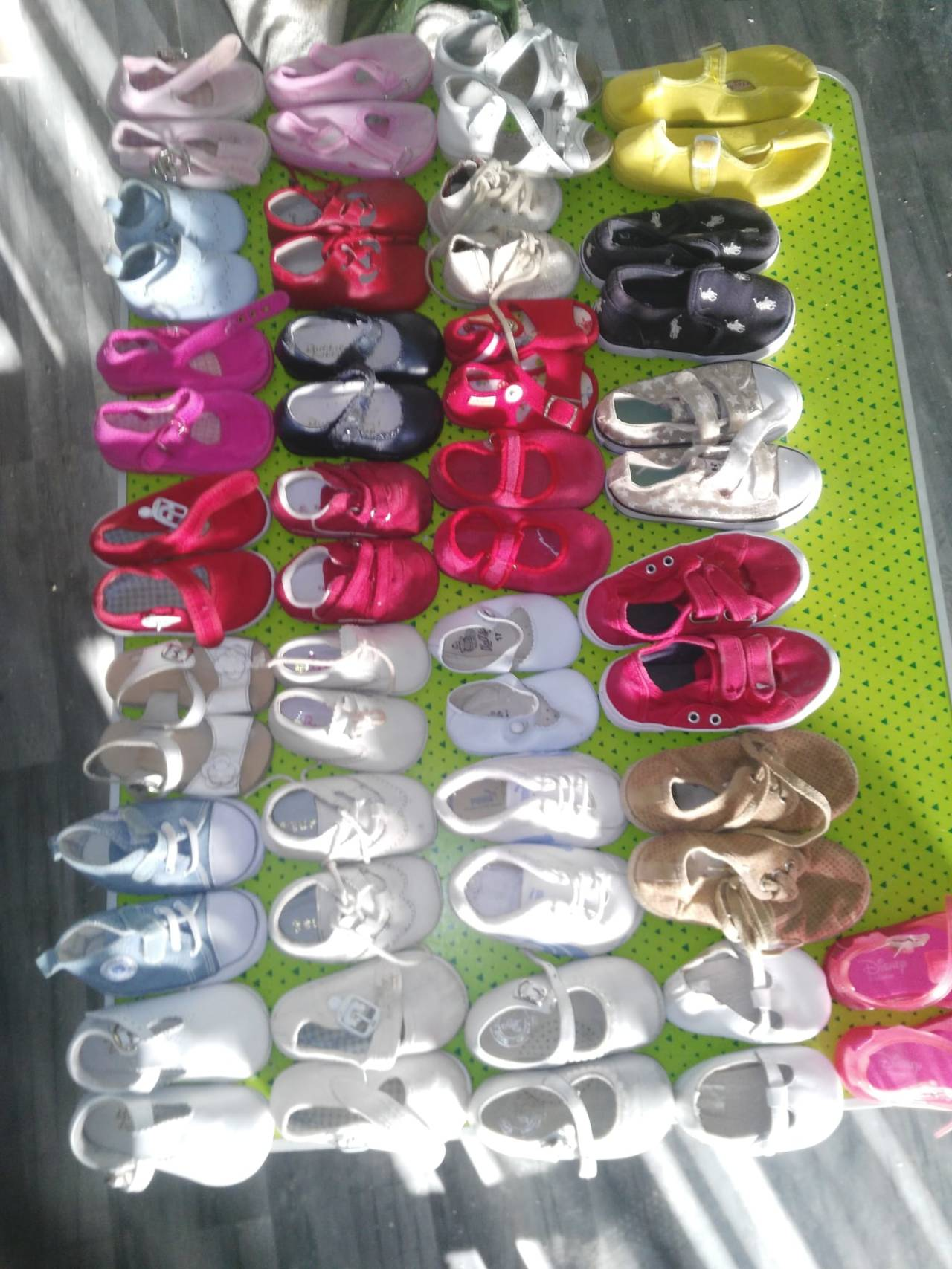 28 pares de zapatos bebés  - Foto 1
