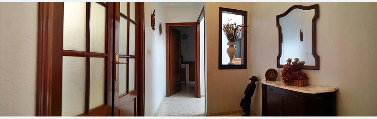 Casa con local (comercial, garaje o almacén) y azotea  - Foto 3