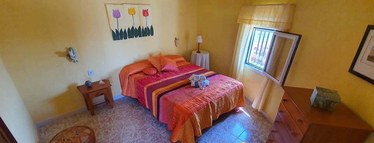 Se alquila chalé en Chiclana, por largas temporadas. Zona Los Gallos  - Foto 2