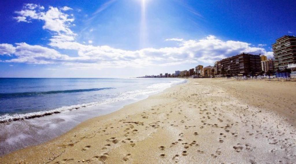 Fantástico piso céntrico, 2ºLínea  de playa,muy tranquilo y reforma...  - Foto 10