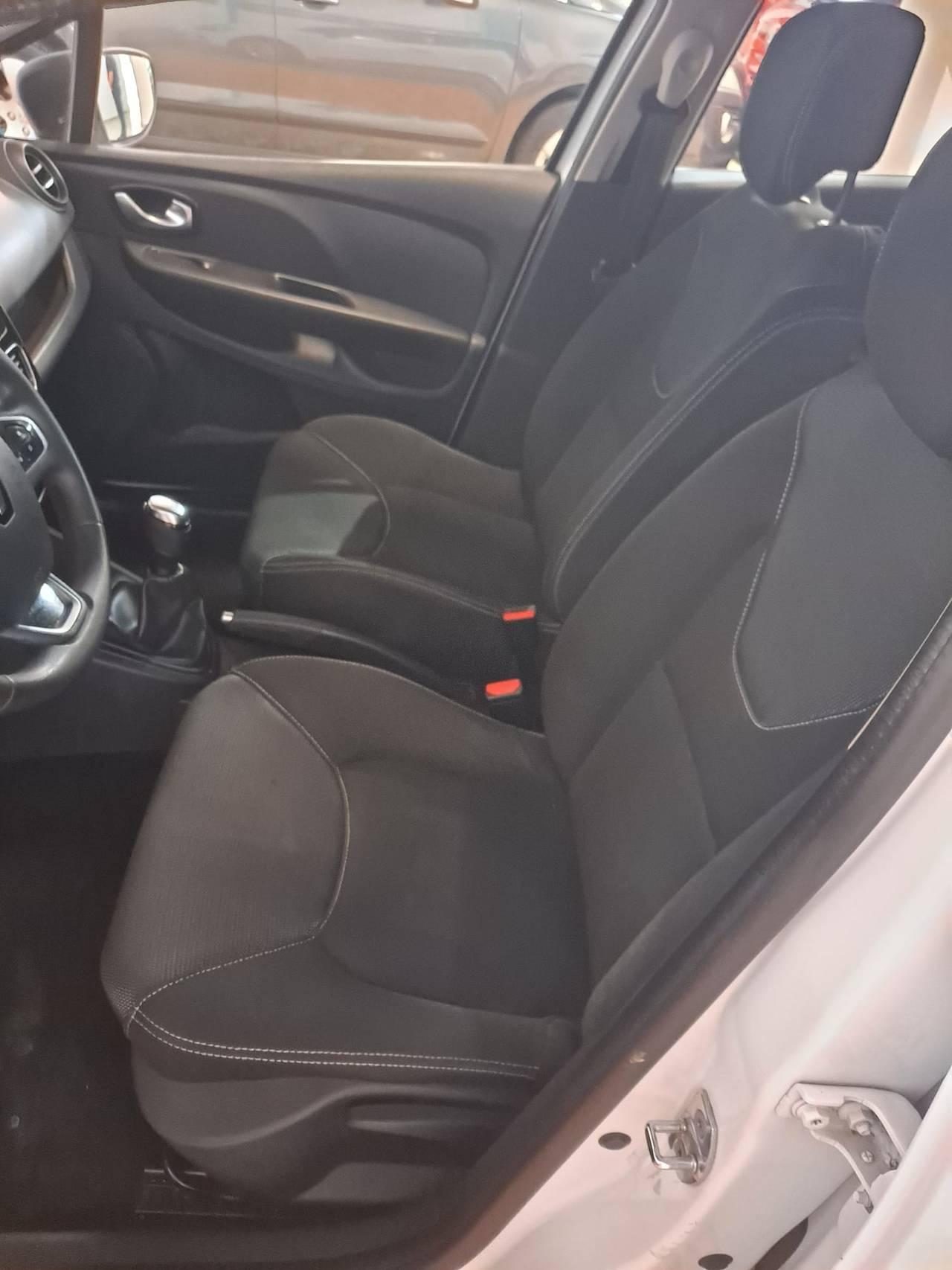 RENAULT CLIO SPORT TOURER 1.5 DCI  - Foto 10