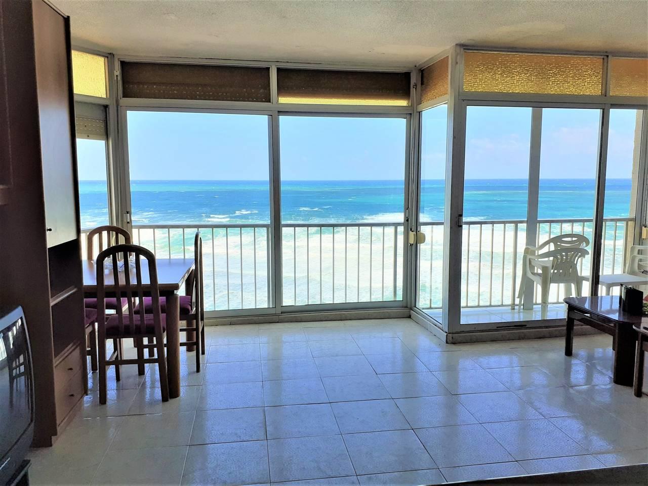 Particular vende piso en primera linea de playa en Faro de Cullera  - Foto 4