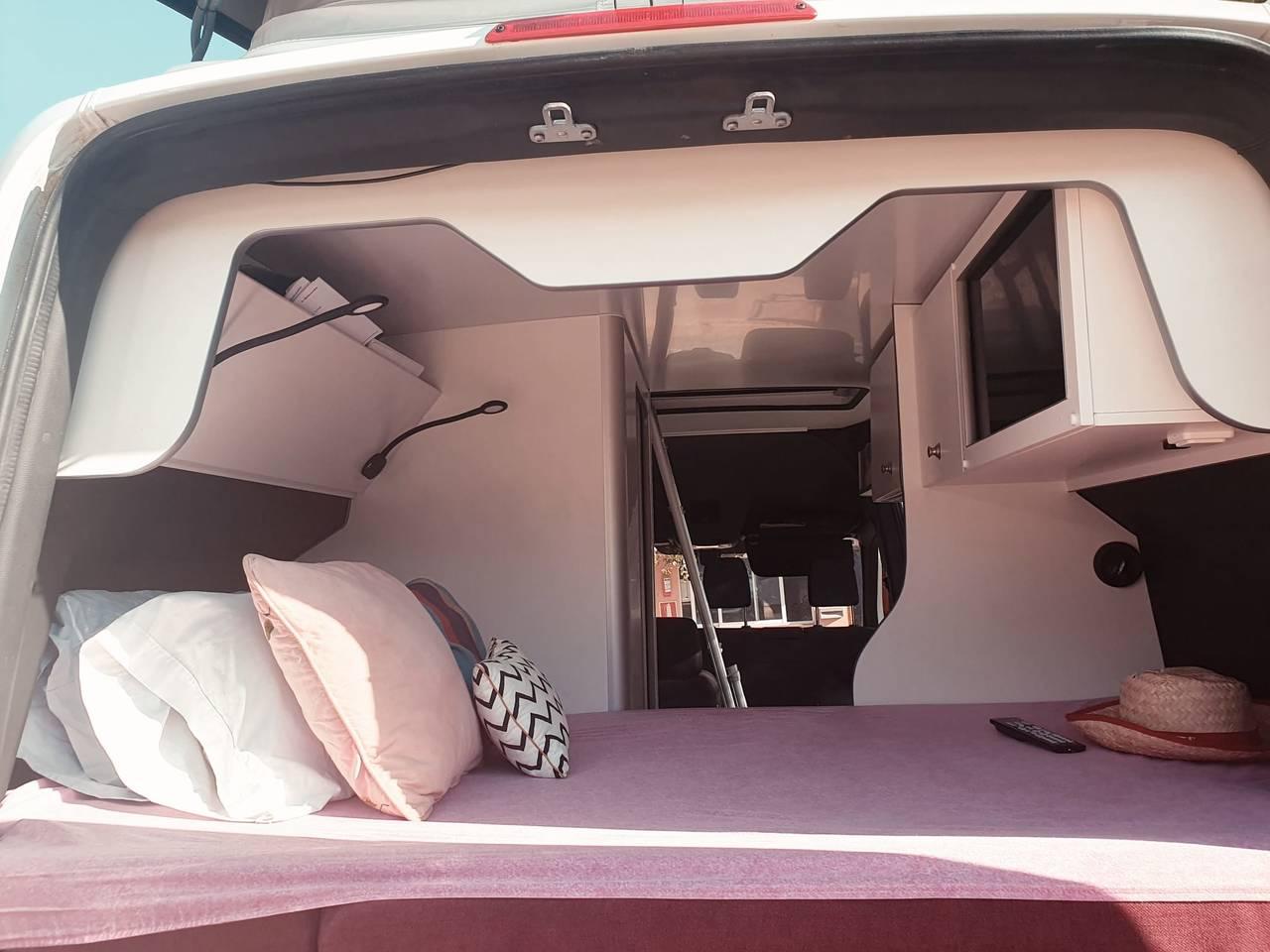Alquiler furgoneta Camper en Alicante Mercedes  - Foto 4