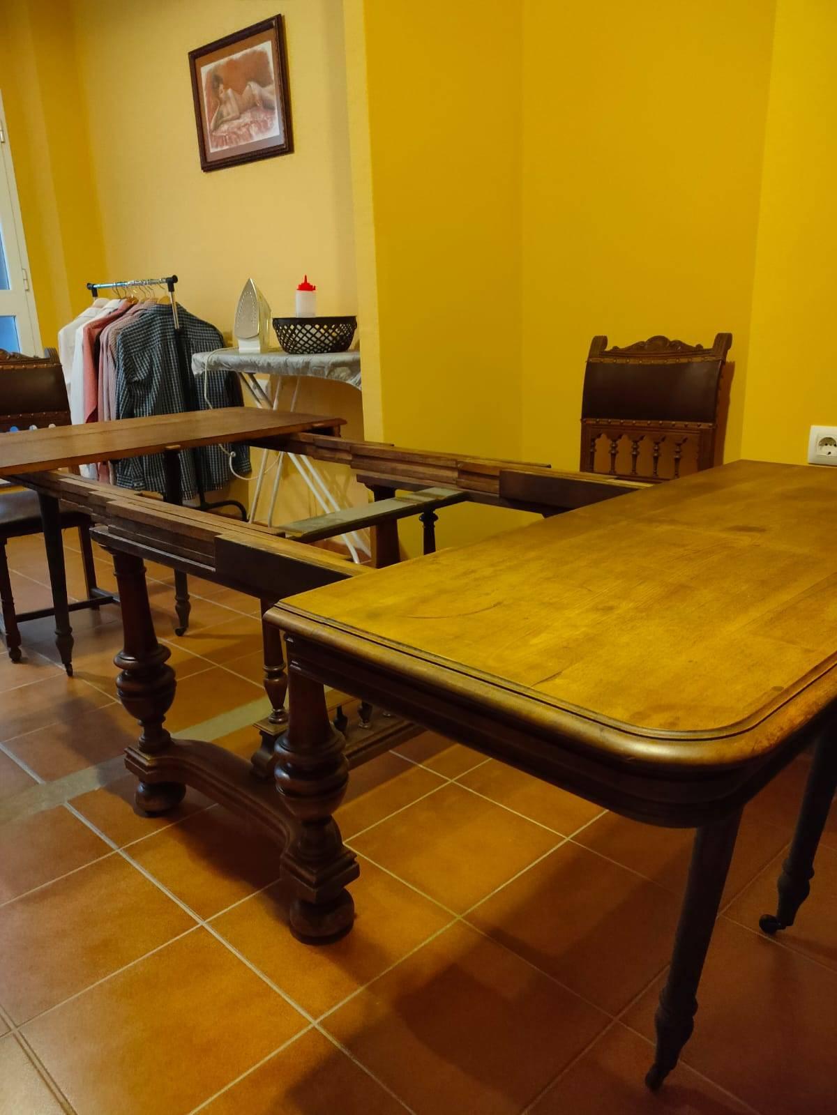 Mesa extencible maciza y 6 sillas cuero  - Foto 3