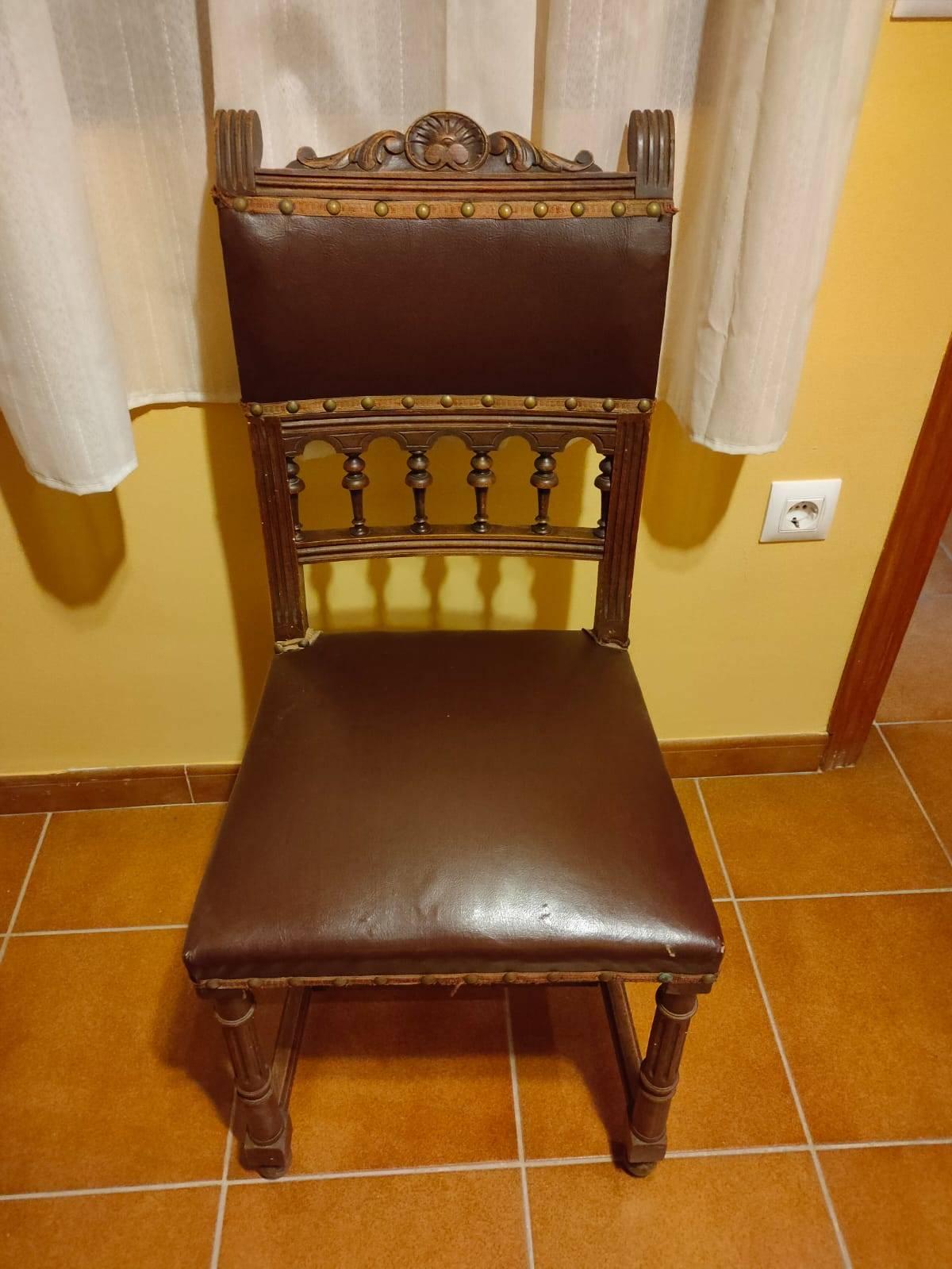 Mesa extencible maciza y 6 sillas cuero  - Foto 4