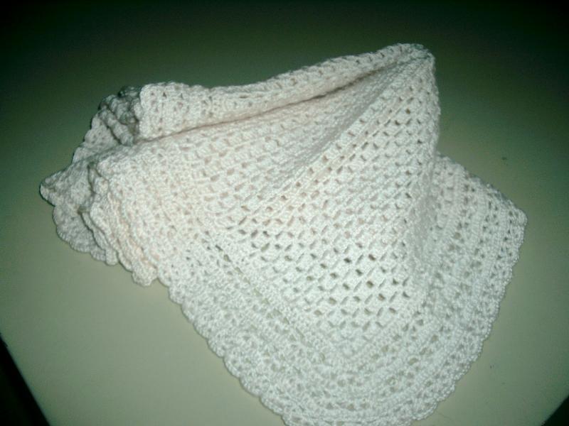 vendo  colchitas de bebe       hechas a mano de crochet