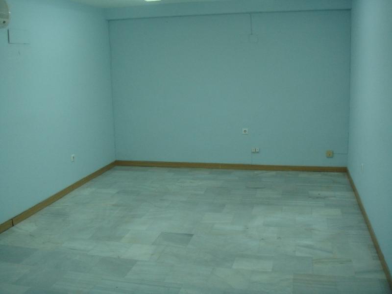 Se alquila local para oficina mediana en el Edificio  - Foto 1