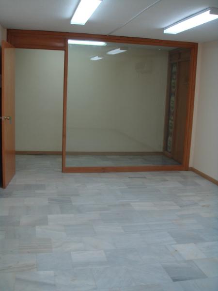 Se alquila local para oficina mediana en el Edificio  - Foto 4