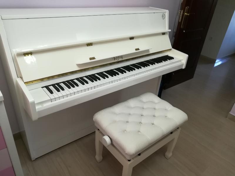 VENDO PIANO ESTUDIO VERTICAL KONIG K109 BLANCO. ANTIGÜEDAD